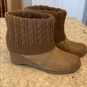 Mukluks Brown distressed low ankle boots